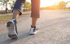 Best shoes for Walking on Concrete – Top-Rated [5 Men- 5 Women shoes]